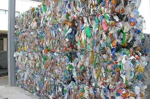 commercio-rifiuti-plastica